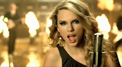 Taylor+Swift+in+%22Picture+to+Burn.%22%0A