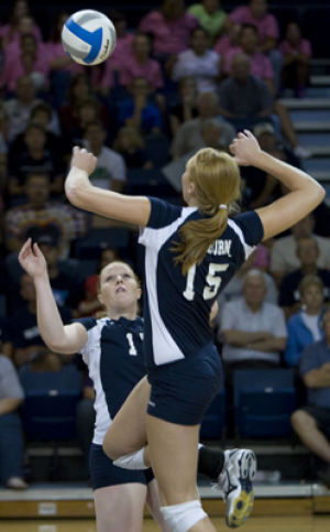 WU volleyball sweeps Western, moves to 15-0