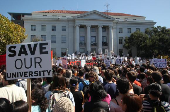 Students+gathered+at+The+University+of+California-+Berkley+on+Sept.+24%2C+2009+to+protest+tuition+increases+as+a+result+of+state+budget+cuts.%0A