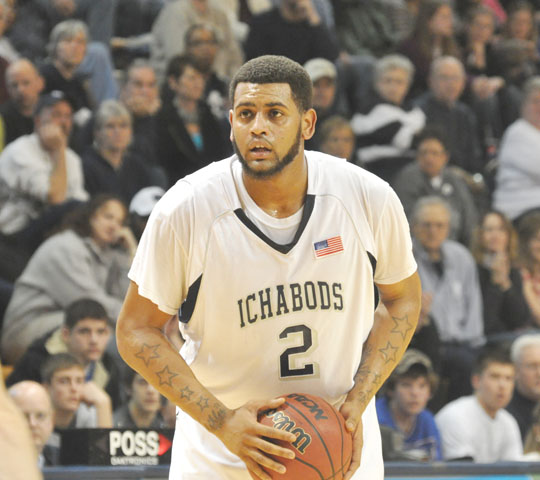 All-star+DeAndre+Washington%2C+a+65%2C+235-pound+junior+forward+transfer+from+Pensacola+Junior+College%2C+is+the+Ichabods+top+scorer+this+year.+Washington+leads+the+Ichabods+%2812-10%2C+6-9%29+into+action+at+7%0A