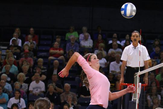 Tower+of+Power+Breanna+Lewis+attacks+against+the+University+of+Nebraska-Omaha+on+Saturday.+Washburn+defeated+the+Mavericks+3-1.%0A