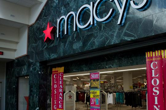 Closing+time+Macy%E2%80%99s+stands+decorated+in+final+sales+and+closing+signs.+Macy%E2%80%99s+and+other+locals+stores+will+be+closing+in+the+coming+weeks.%0A