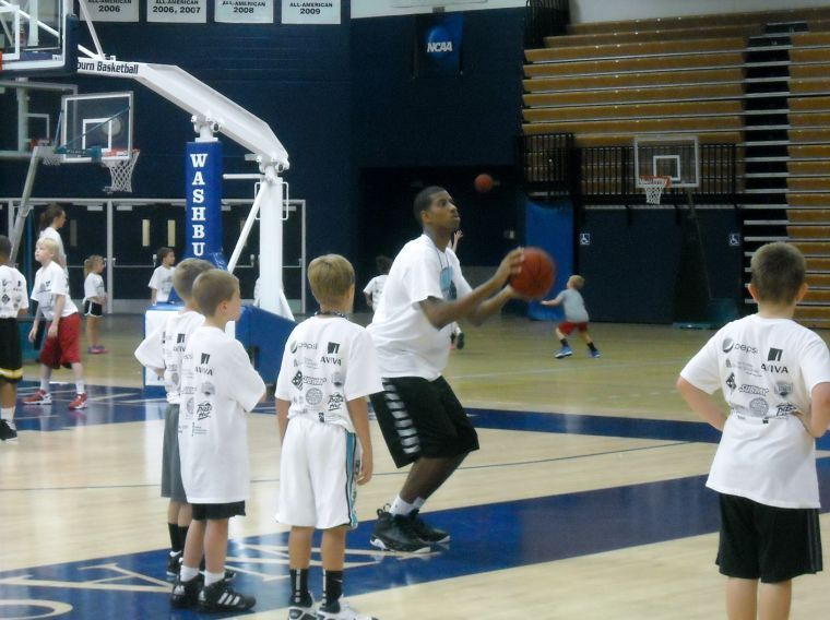 Kids+practicing+free+throw+shots+during+Chipman%27s+Half+Court+Press+camp.%C2%A0%0A