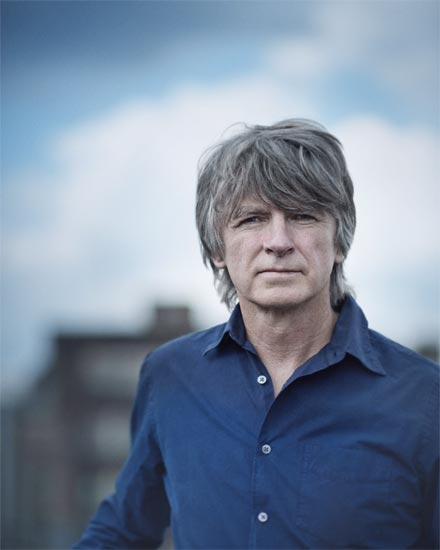 Neil+Finn+is+a+legendary+musician+from+New+Zealand.+He+released+his+third+solo+album%2C+Dizzy+Heights.