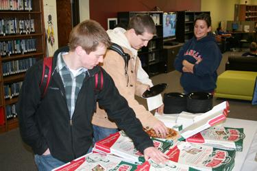 For years Washburn has offered students free pizza in Mabee library during Success Week to help students as they prepare for finals.