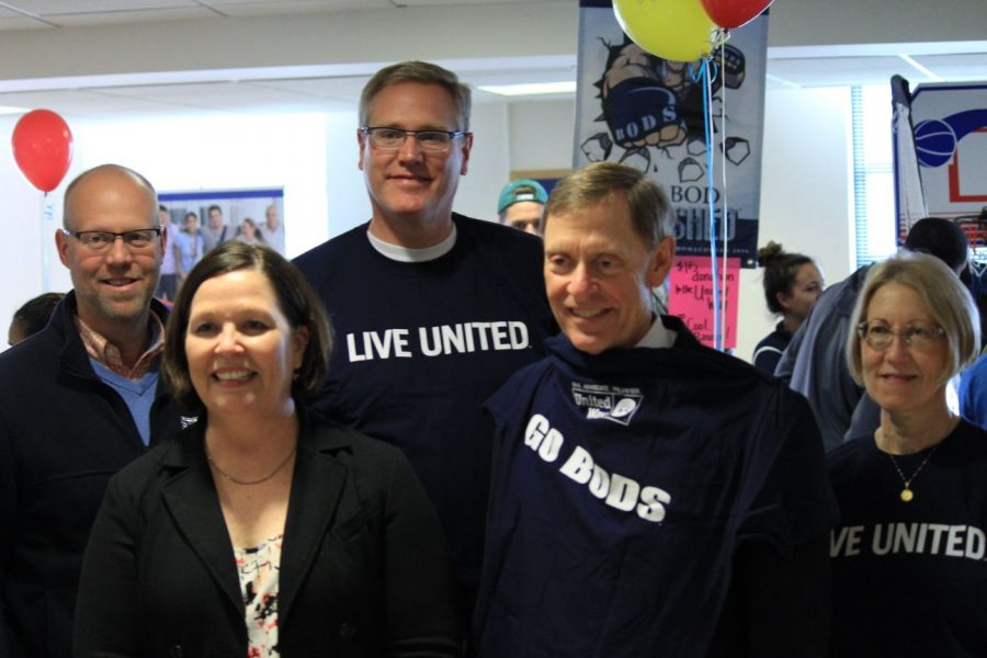 Washburn+University+president+Dr.+Jerry+Farley+poses+with+Miriam+Krehbiel+and+staffers+from+Topeka%27s+United+Way.+Washburn+teamed+with+the+organization+to+raise+funds+for+its+Young+Reader+Leader+program.