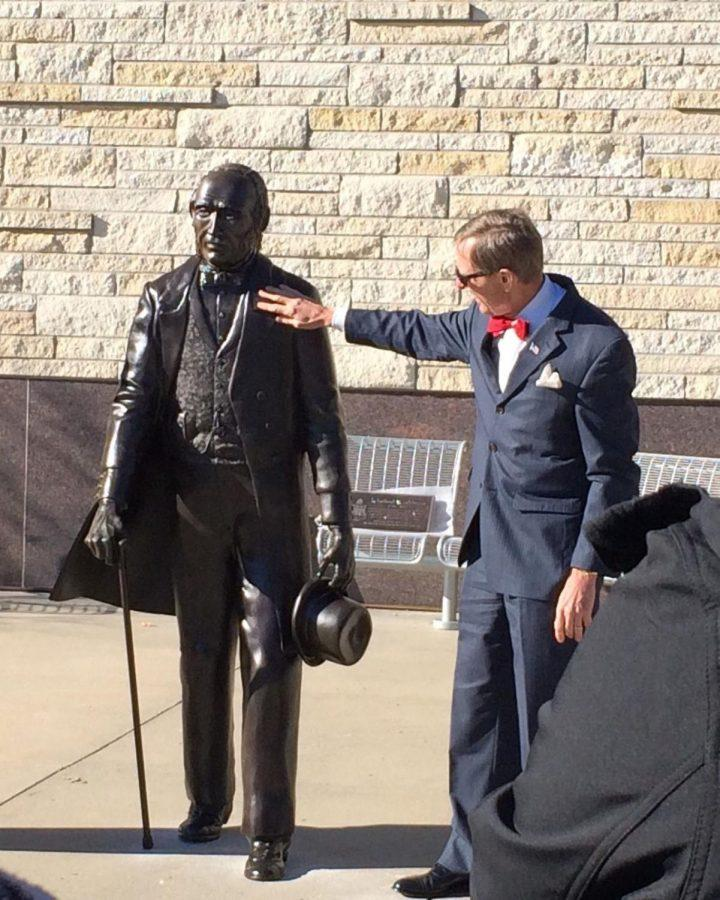 President%2C+Jerry+Farley%2C+unveils+the+new+statue+of+Ichabod+Washburn%2C+the+university%E2%80%99s+namesake%2C+who+donated+%2425%2C000+to+the+school+in+1868.