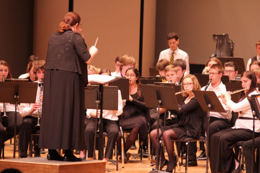 The+high+school+youth+wind+ensemble+performs+at+White+Concert+Hall.+Dr.+Sarah+Labovitz+directs+the+high+school+wind+ensemble+in+%22Melodious+Thunk%22+arranged+by+David+Biedenbender.%C2%A0