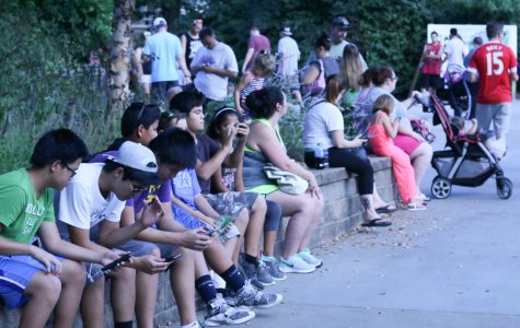 Players lining up near the entrance. The zoo provided phone charging stations so attendees could continue playing throughout the evening.
