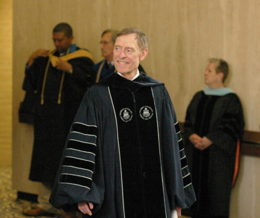 President+Jerry+Farley+walks+to+the+end+of+the+line+to+welcome+freshman+to+Washburn.+Faculty+lined+up+to+clap+for+the+freshman+leaving+the+auditorium+from+Convocation.