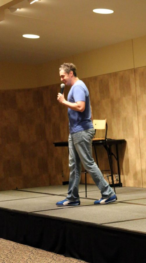 Comedian+Eric+O%27Shea+visited+Washburn%27s+A%2FB+room+August+21+at+7+p.m.+His+goofy-like+presence+immediately+received+laughter+from+students.%C2%A0