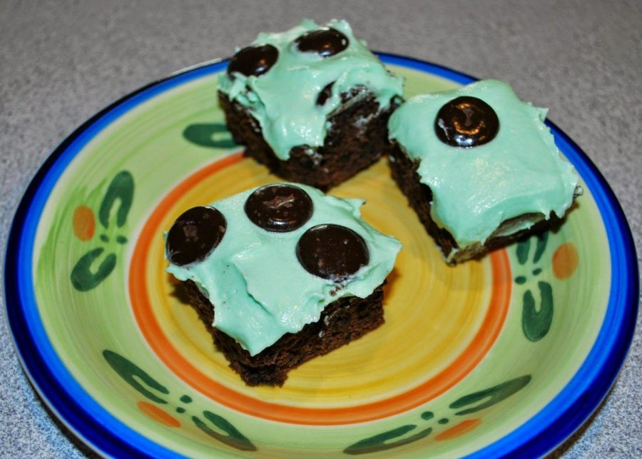 Delicious Duo: Girl Scout Thin Mint cookies and Junior Mints pair up in these brownies to deliver a powerful chocolate-and-mint flavor. During this Christmas season, these go perfectly and seasonally with a large glass of milk.