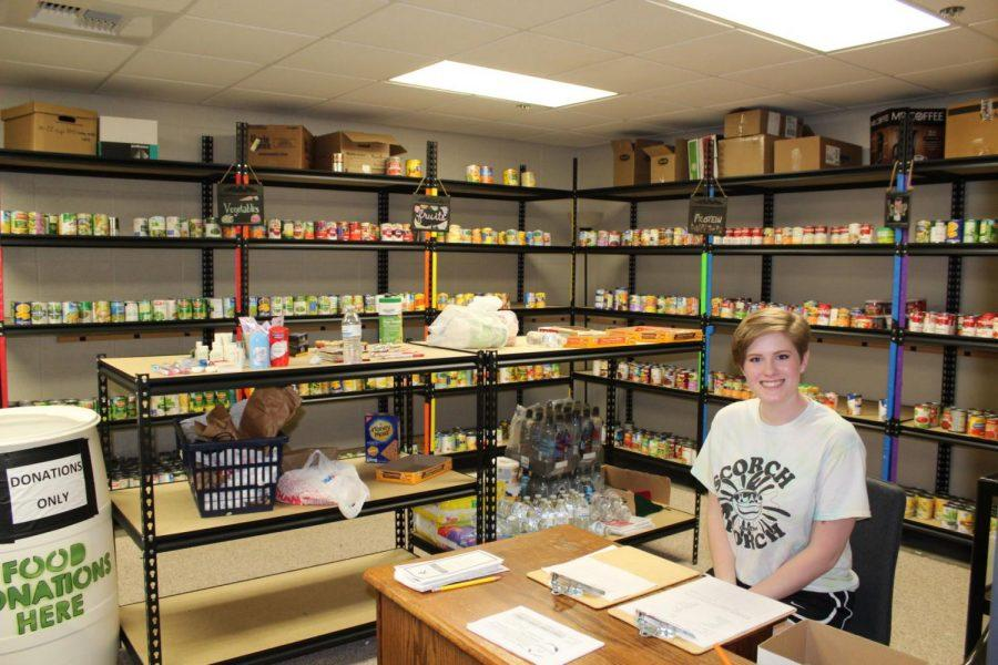 Emma+Staats%2C+volunteer+coordinator+fort+the+Bods+Feeding+Bods+food+pantry%2C+greets+students%2C+faculty+and+staff+as+they+come+to+the+pantry+for+food+assistance.%C2%A0