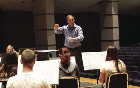 Conducted: Robert Schwartz directs the Washburn Wind Ensemble in
