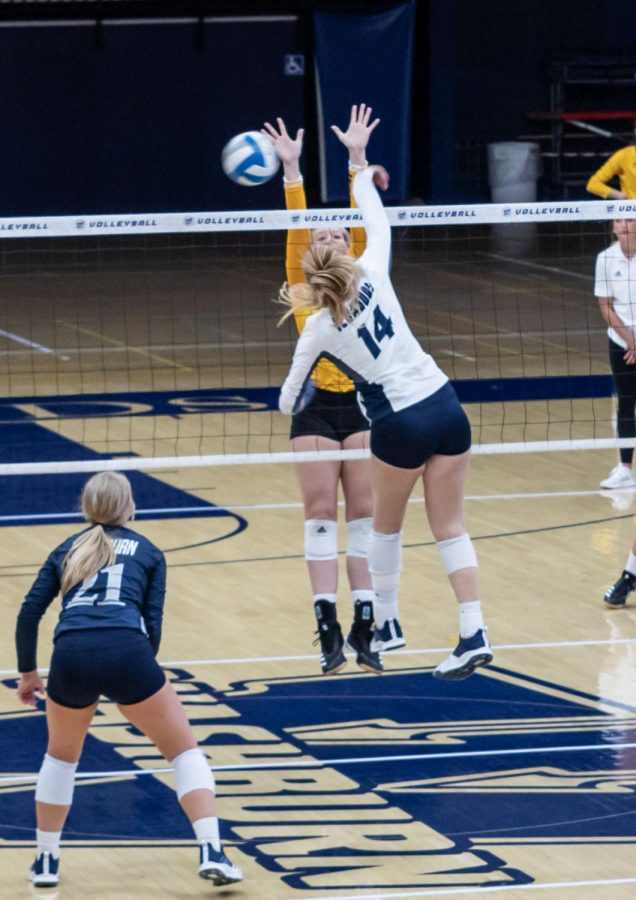 Volleyball defeats Fort Hays