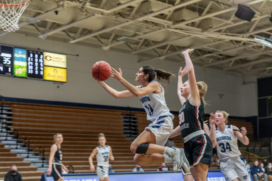 Hoop+it+up%3A+Washburn%E2%80%99s+junior+guard+Nuria+Barrientos+taking+it+to+the+bucket+against+the+Jennies+defense.+Barrientos+had+a+total+of+14+points+in+Thursday+night%E2%80%99s+game.