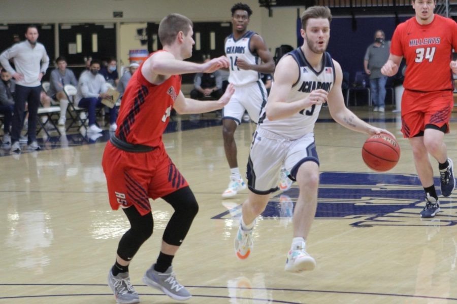 photo+of+Levi+Braun+playing+basketball