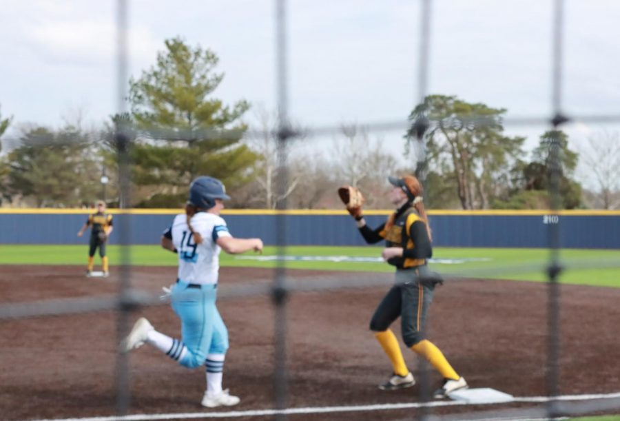 Go+for+it%3A+Sophomore+right-fielder+Maddie+Stipsits+races+to+first+base+to+try+to+beat+out+a+ground+ball.