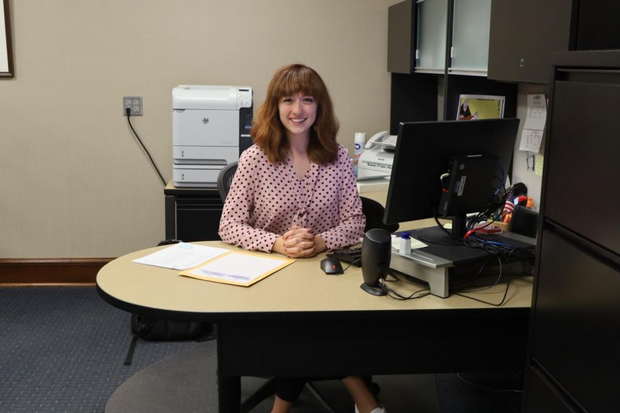 Ready+for+anything%3A+Blythe+Landon+sits+at+her+desk+in+the+president%27s+office.+She+is+one+of+two+students+who+works+in+Farley%27s+expansive+offices+in+Morgan+Hall.