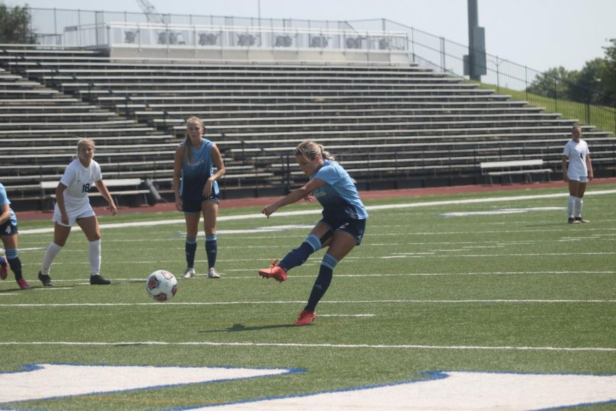 GOAL%3A+Senior+midfielder+Tera+Lynch+scores+the+second+goal+in+Washburns+2-1+victory+against+Augustana.