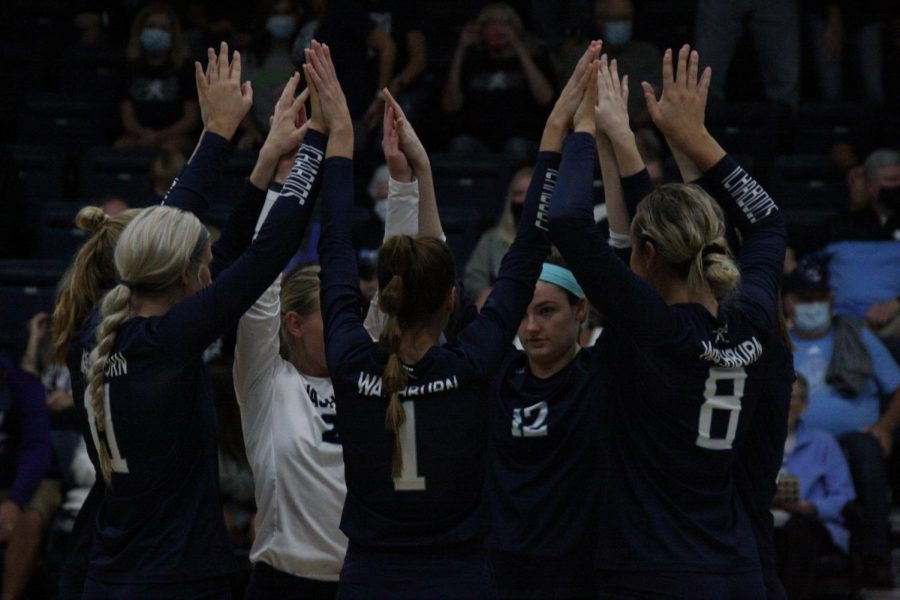 Circle+up%3A+The+starters+come+together+before+the+match+to+get+focused.+Washburn+defeated+Missouri+Southern+3-1+on+Oct.+8%2C+2021.